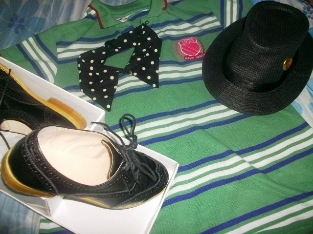 so what do you do when you have a hat, a detachable collar necklace, Oxfords and your favorite shirt?