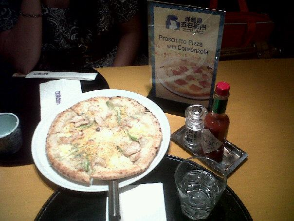 Grilled Chicken and Four Cheese Pizza - notice the very Japanese table settings :)