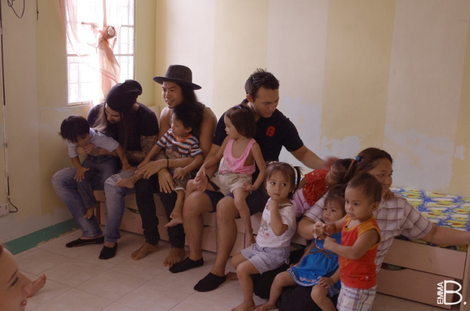 A day with the kids of Virlanie