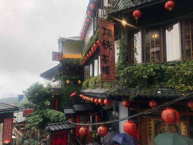 A Fun & Easy Traipse through Yehliu, Jiufen and Shifen with KKday